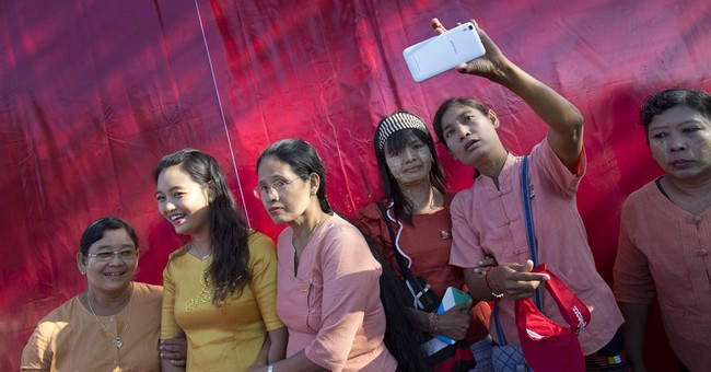 Suu Kyi: Incoming government to prioritize peace in Myanmar