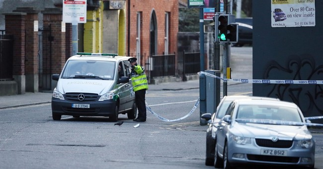 Irish deploy military-style checkpoints to suppress gang war