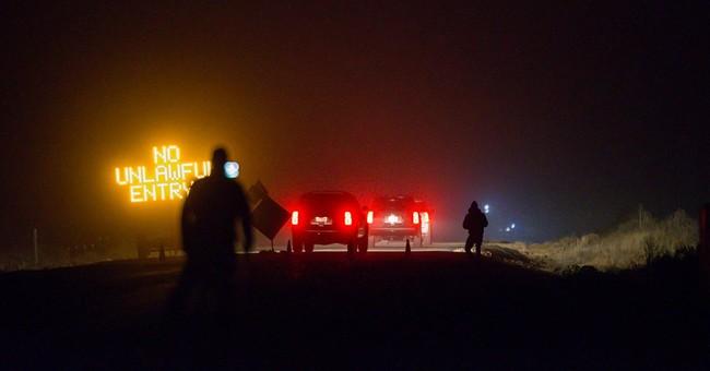 FBI surrounds last occupiers at Oregon refuge