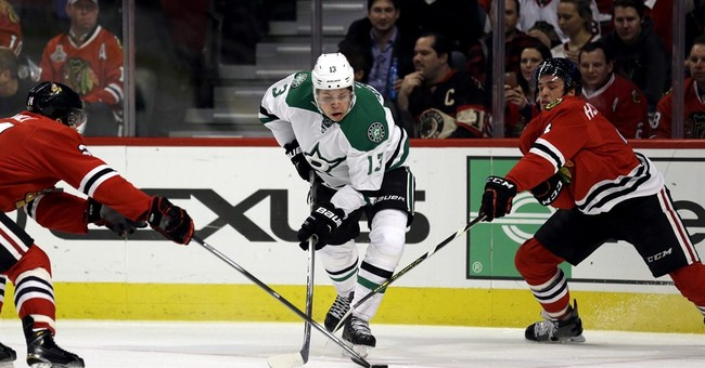Eaves gets hat trick as Stars beat Blackhawks 4-2