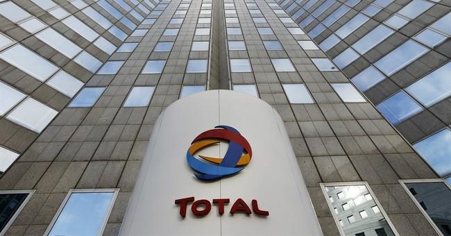 Oil price drop pushes Total profit down 26 percent