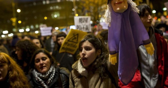 Protesters in Spain urge puppeteers' acquittal on charges