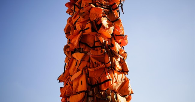 Ai Weiwei art project in Berlin features refugee life vests