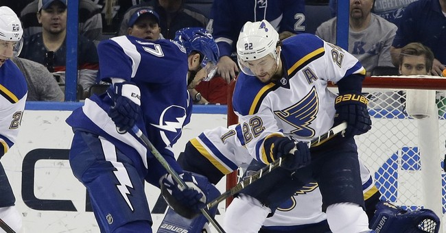 Fabbri, Berglund score goals, Blues hold off Lightning 2-1