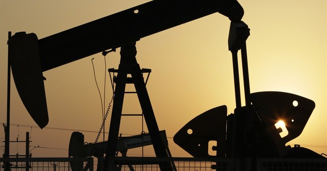 Russia, Saudis tentatively offer to freeze oil output levels