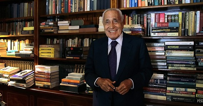 Prolific Egyptian political writer and insider, Heikal, dies