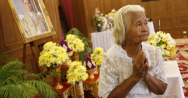 Palace: Health of Thai king improving, still has infection
