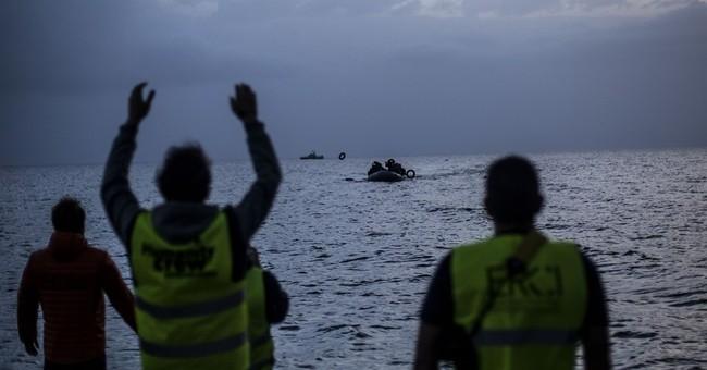 Austria, Hungary moves highlight EU disarray over migrants