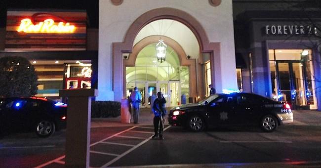 No one hurt after guns fired in air at South Carolina mall