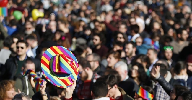 Italy's Renzi mulls confidence vote to pass gay rights bill