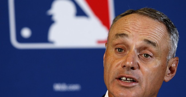Manfred closer to final decision on domestic violence cases