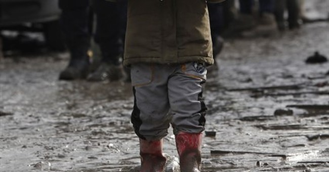 France programs slow death for Calais migrant camp