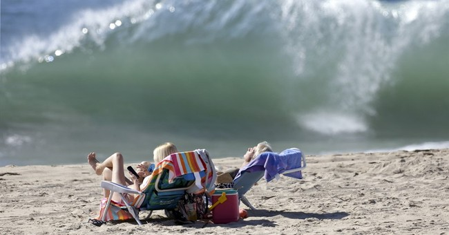 Man killed when wave sweeps 4 into ocean in California