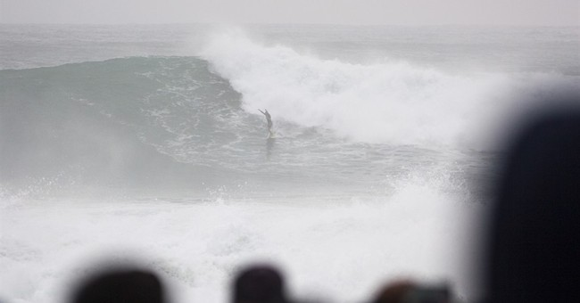 Surfers get once-in-a-lifetime 60 foot swells off Hawaii