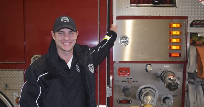 Firefighter pays struggling family's $1K electric bill