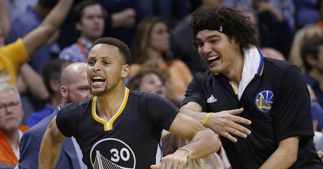 'Ridiculous' Curry does it again for playoff-bound Warriors