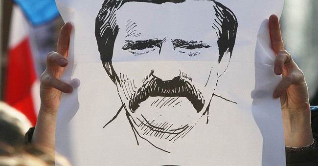 Poles rally at Gdansk shipyard to support Lech Walesa