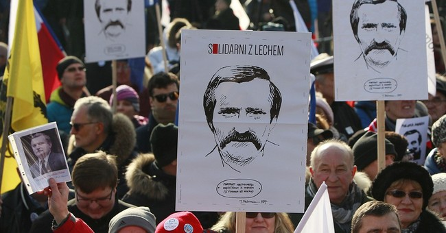 Lech Walesa: Signatures on informant documents aren't his