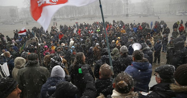 Hundreds protest in Belarus in support of small businessmen
