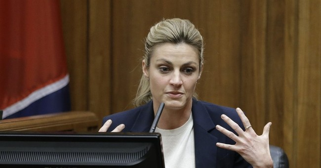 Erin Andrews testifies through tears about nude videos