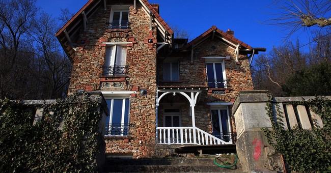 Weekend renters find corpse in Paris garden of Airbnb rental