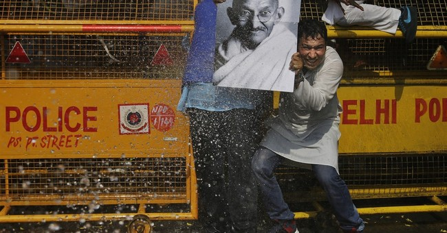 Image of Asia: Protesting in front of water cannons in India