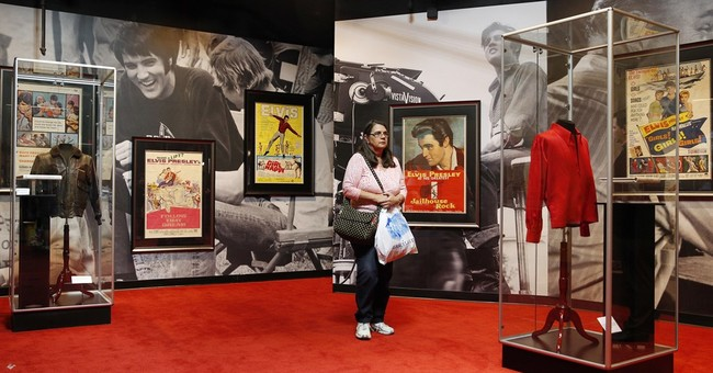 Operators of Vegas Elvis exhibit leave building amid dispute