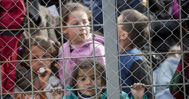 Macedonia calls on Greece to move migrants away from border