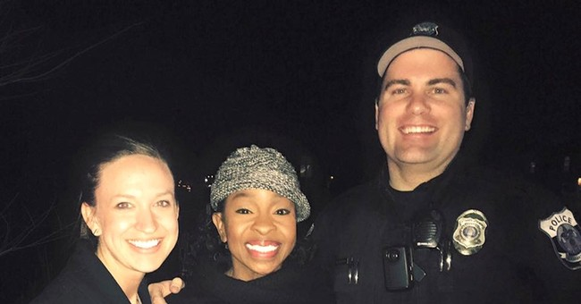 Gladys Knight sings 'Happy Birthday' during traffic stop