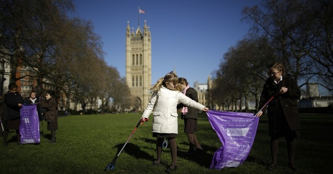Some in UK rally, others rail at call to Clean for the Queen