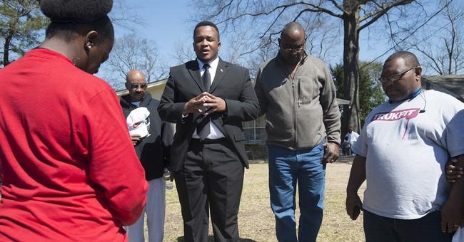 Police shooting: Funeral for Alabama man draws 200 mourners