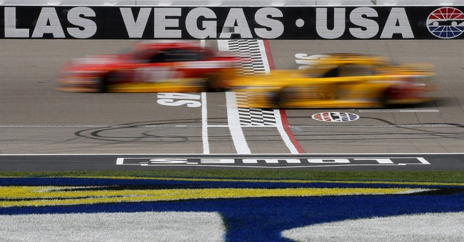 Brad Keselowski passes Kyle Busch late to win at Las Vegas