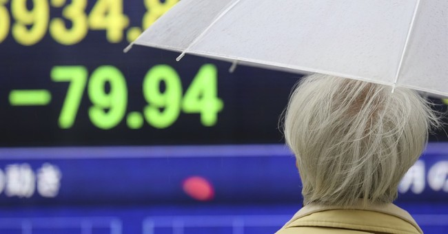 US stocks slip in early trading; banks and tech sector fall