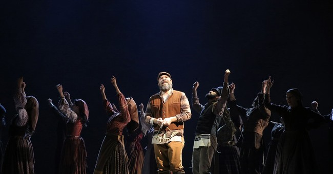 Mood loose as 'Fiddler on the Roof' cast makes album