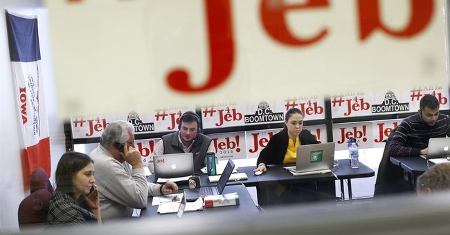 In Iowa, establishment GOP candidates play expectations game