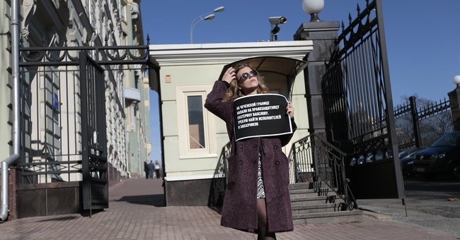 Chechens blamed by rights groups for attack on journalists