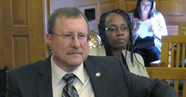 Kansas conservatives advance bill on impeachment of judges