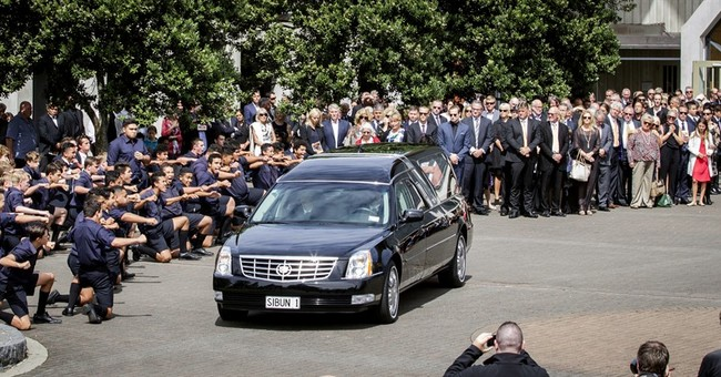 Russell Crowe a leading man at Martin Crowe's funeral
