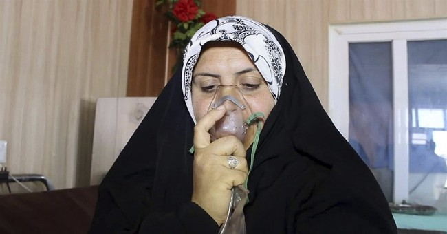 Iraqi officials: IS chemical attacks kill child, wound 600