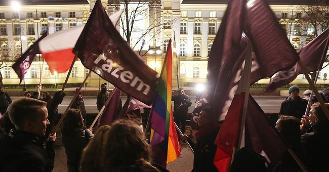 Poles protest to demand end to constitutional crisis