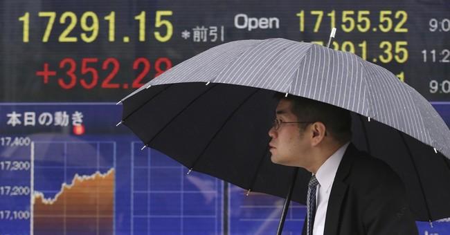 US stocks lower despite global gains on weak oil, gas prices