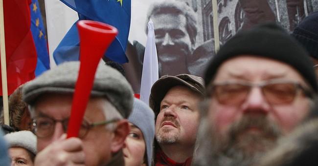 Human rights body to examine new Polish police law