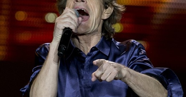 Jagger jokes about Penn-Chapo story as Stones rock Mexico