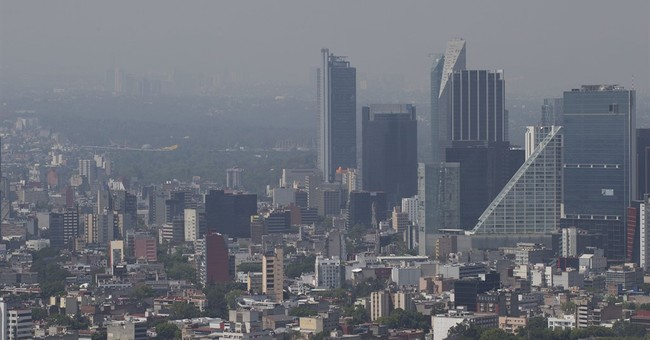 Mexico City bans many cars in first smog alert in 11 years