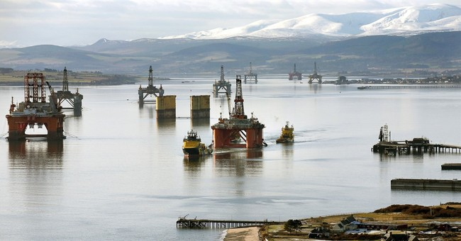 In oil price plunge, North Sea industry faces perfect storm