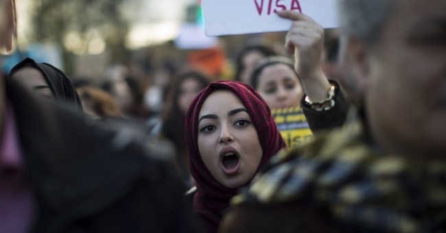 """Thousands in Spain protest """"uncaring"""" approach to migrants"""