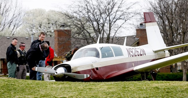 Teens survive after airplane crashes on Kansas golf course