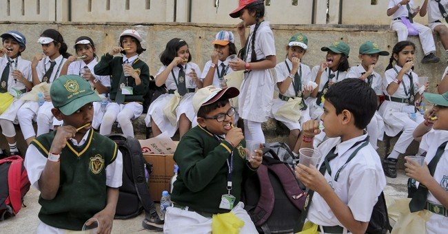 Thousands of Indian kids brush teeth in unison for record