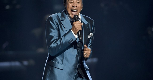 Smokey Robinson to receive honor for charitable efforts