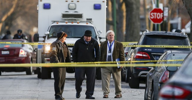 Off-duty Chicago police officer shot during robbery attempt